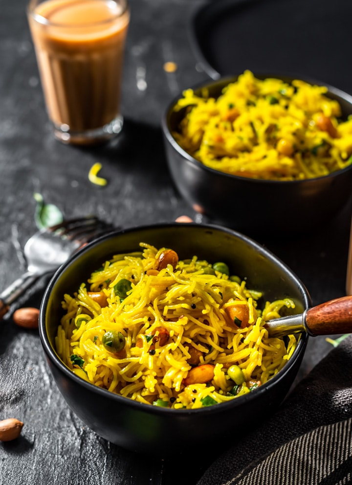 A bowl of Lemon Semiya upma served in black bowl