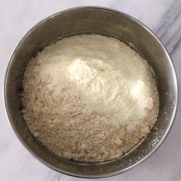 Milk powder and cashew powder mixture