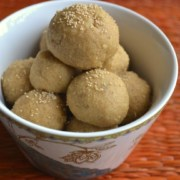 A bowl full of Wheat laddoo (Godi Laddu)