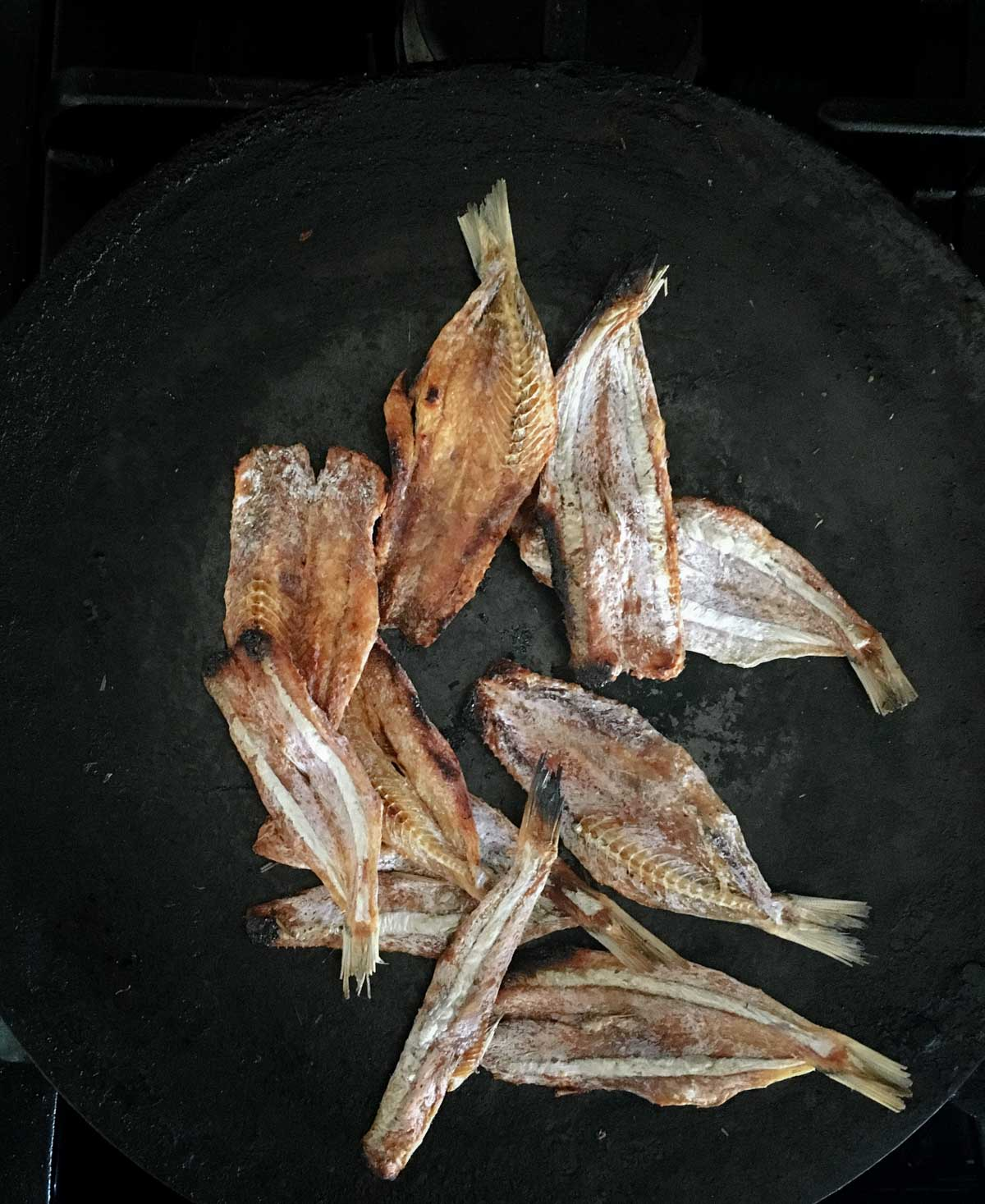 If you have loved fish cuisine in all its different forms, this easy-to-prepare tangy dried fish (or meen) chutney will be a welcome addition to your staple diet. Fish chutney paired with the nutritious Ganji (brown rice porridge or gruel) is comfort food at its best.
