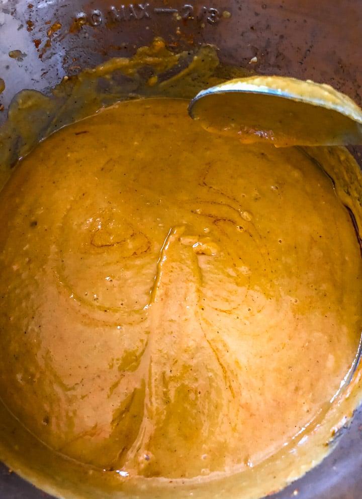 Mix tempering with Pav bhaji