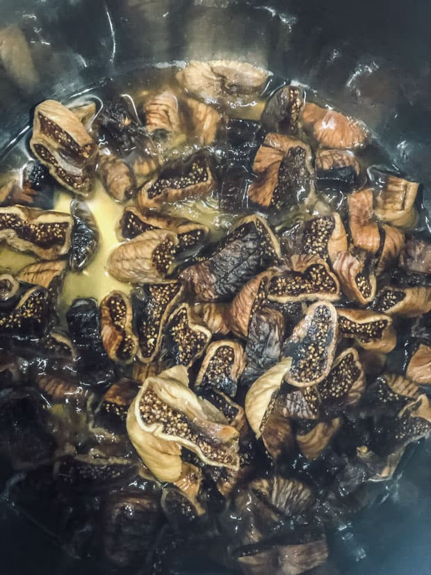 Coarsely chopped figs in a pressure cooker