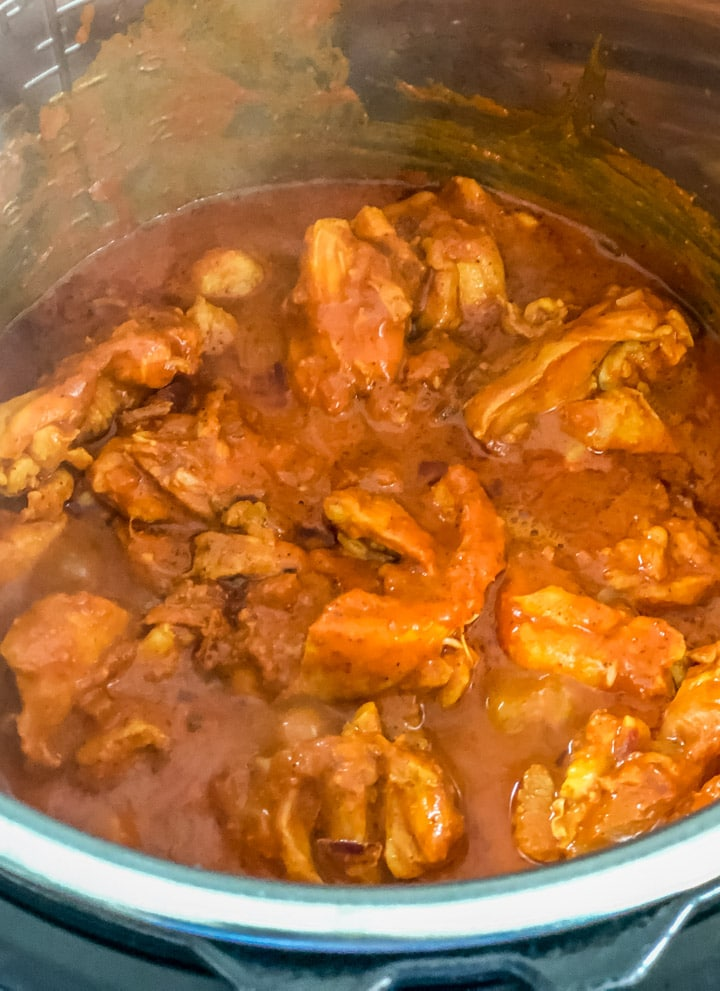 The cooked chicken vindaloo after 5 minutes