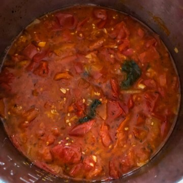 Cooked marinara sauce in the instant pot before blending.