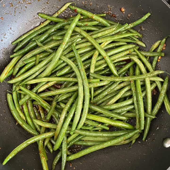 Green beans added to the skillet.